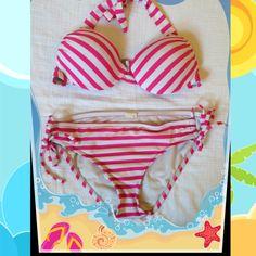 MOSSIMO BIKINI SET GENTLY USED MOSSIMO BIKINI SET; TOP AND BOTTOMS ARE SIZE SMALL Mossimo Supply Co Swim Bikinis