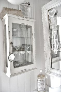 Etonnant Using An Old Window Frame   Add Shelving Behind The Frame. Use In The  Bathroom. | Shabby Chic Bathrooms | Pinterest | Jar, Shabby And Window  Frames