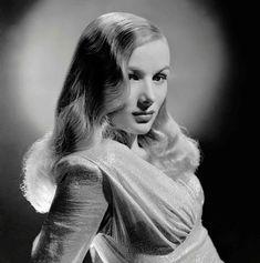 veronica-lake---blue-dahlia Hollywood Glamour, Old Hollywood Actresses, Classic Actresses, Hollywood Icons, Classic Hollywood, Vintage Hollywood, Hollywood Waves, Hollywood Fashion, Classic Films