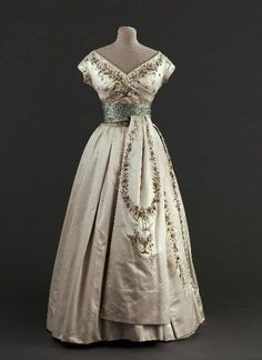 """Soirée Fleury"" evening dress, by the House of Dior, ca. 1955 Musée Galliera de la Mode de la Ville de Paris"