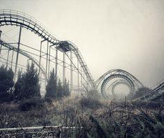 【画像】雰囲気がたまらない…廃墟となった遊園地の画像集