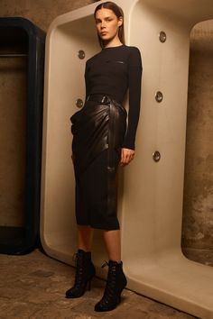 See all the Collection photos from Azzedine Alaia Autumn/Winter 2020 Ready-To-Wear now on British Vogue Vogue Paris, Backstage, Azzedine Alaia, Fall Winter, Autumn, Fashion Show Collection, Spring Summer 2018, Mannequins, Unique Fashion