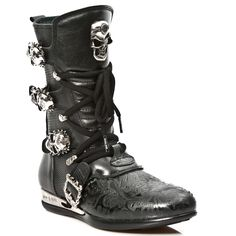 Black Leather Hybrid Boots w Black Paisley pattern *May take up to 45 - 50 Days to Receive*-Quality Black Leather hybrid boots w paisley pattern. Lacing up the front, Easy Zip on inner leg, 3 Skull buckles to adjust for comfort and fit. Metal on the Cow Leather, Black Leather, Black Cow, Paisley Pattern, Combat Boots, Skull, Lace Up, Pairs, Unisex