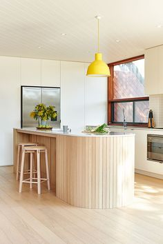 Neutral Home Decor Private residence featuring Crop bar stools by Relm Furniture in Point Lonsdale, Victoria. Photography by Nikole Ramsay. Deco Design, Küchen Design, House Design, Design Moderne, Beautiful Kitchens, Beautiful Homes, Beautiful Interiors, House Beautiful, Kitchen Trends