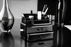 Coffret noir pour maquillage et bijoux
