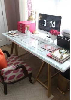 I used to have a desk just like this...