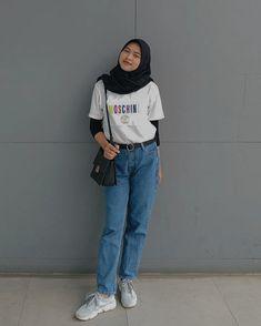Modern Hijab Fashion, Street Hijab Fashion, Hijab Fashion Inspiration, Ulzzang Fashion, Casual Hijab Outfit, Ootd Hijab, Casual Outfits, Hijab Fashionista, Streetwear Fashion
