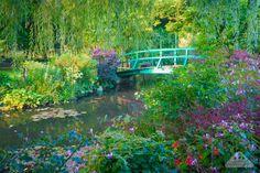 Monet's Garden, France Best Places In Europe, Cool Places To Visit, Monet Garden Giverny, Paris Bucket List, Giverny France, Monet Water Lilies, Claude Monet, Garden Bridge, Paris France