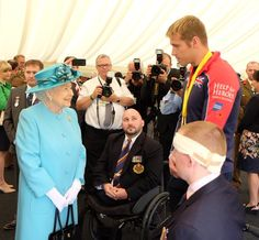 "The Royal Family on Twitter: "".@InvictusOrlando gold medalist @LukereesonRees shares his #WeAreInvictus story with The Queen @Nat_Mem_Arb"