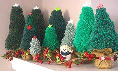 Mini árvores de natal feitas com pompom