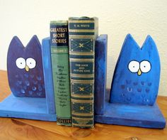 Owl Bookends Whimsical Woodland Childrens Decor Book Ends via Etsy Wooden Decor, Wooden Crafts, Wooden Diy, Popular Crafts, Popular Art, Woodworking School, Diy Woodworking, Youtube Woodworking, Italian Home Decor