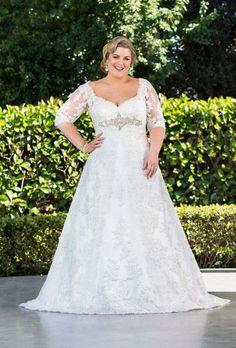 Coleccion Ava Glamour Plus - vestido en linea-A de encaje Chantilly con detalle bordado en el escote y la espalda