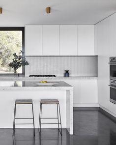 A Multigenerational, Modern Farmhouse (The Design Files) Modern Kitchen Interiors, Interior Design Kitchen, Kitchen Decor, Kitchen Ideas, Black Interiors, Kitchen Layout, Kitchen Furniture, Semarang, Layout Design