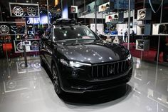 Maserati Levante Diesel le SUV version latine vous attend jusqu'à dimanche soir sur le #MondialAuto ! #automobile #automotive #voiture #cars #citroen #spacetourer #ParisMotorShow #blackcars #blackpics #instacars #carsofinstagram #Mondialpin