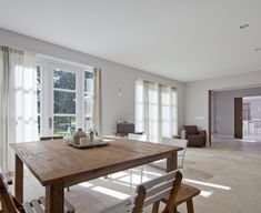 karakteristieke duinvilla met sfeervol, passend interieur  Meer interieur-inspiratie? Kijk op Walhalla.com/inspiratie