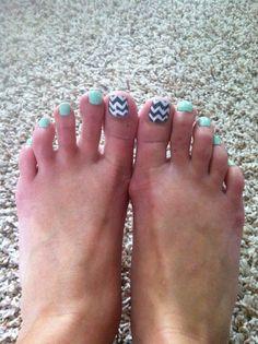 Chevron toenails