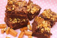 Brownies cu nuca si caramel Brownies, Fudge, Desserts, Candies, Cake Brownies, Tailgate Desserts, Deserts, Postres, Dessert