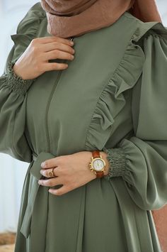 Stylish Dress Designs, Stylish Dresses, Fashion Dresses, Mode Abaya, Mode Hijab, Hijab Fashion Inspiration, Mode Inspiration, Muslim Women Fashion, Sleeves Designs For Dresses