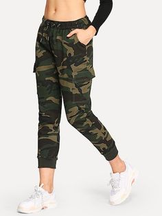 To find out about the Camouflage Drawstring Waist Cargo Jeans at SHEIN, part of our latest Jeans ready to shop online today! Cargo Jeans, Jeans Denim, Ripped Jeans, Jean Shorts, Mode Camouflage, Camouflage Jeans, Looks Adidas, Fashion News, Fashion Outfits