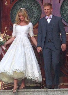 Marvelous Tulle Scoop Neckline Tea-length A-line Wedding Dresses With Lace Appliques