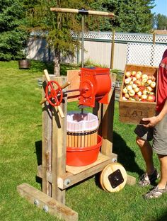 How to build a cider press and harvest apple juice - Simple Bites Apple Cider Press, Homemade Cider, Cider Making, Making Beer, Survival, Apple Harvest, Apple Orchard, Apple Juice, Home Brewing