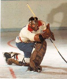 Tony Esposito a fait ses débuts dans la LNH le 29 novembre 1968 contre les Seals… Montreal Canadiens, Mtl Canadiens, Hockey Goalie, Hockey Games, Hockey Players, Blackhawks De Chicago, Nhl, Red Wings Hockey, Goalie Mask