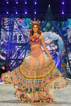 The Victoria's Secret Fashion Show was taped Wednesday in Paris, and it was even more spectacular than we imagined. See every single, amazing look to hit the VS Show 2016 runway, here. Victoria Secret Dessous, Moda Victoria Secret, Lingerie Victoria Secret, Victoria Secret Angels, Victorias Secret Models, Victoria Secret Fashion Show, Victoria Secrets, Modelos Da Victoria's Secret, Fashion Show 2016