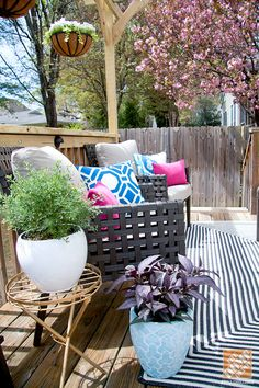 Patio Decorating Ideas: Patterned outdoor rug and potted plants