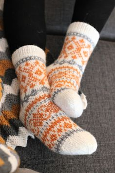 I knit Advent socks in spring colors; honey yellow and gray . Fair Isle Knitting, Knitting Socks, Hand Knitting, Knitting Patterns, Knitted Slippers, Wool Socks, Sock Toys, Spring Colors, Diy Crochet