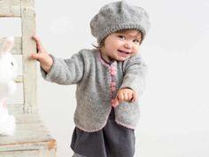 Sötaste koftan och baskern i ett mjukt ullgarn sti. Knitting For Kids, Baby Knitting Patterns, Hand Knitting, Baby Barn, Mini Quilts, Rose Buds, Baby Dress, Little Ones, Handicraft