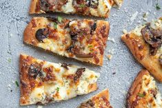 Mushroom Flatbread Pizza is a great option for a weeknight dinner. The mushrooms and three cheese flatbread pizza is so full of flavor that you will love it. Onion Chicken, Chicken Bacon, Margherita Flatbread, Flatbread Pizza Recipes, How To Cook Mushrooms, Stuffed Mushrooms, Stuffed Peppers, Cooking Recipes, Healthy Recipes