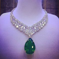 72.24 emerald and diamonds  Mouawad