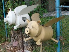 Garden Art From Junk | anyone remember a metal pig? - Garden Junk Forum - GardenWeb