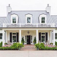 Nice 88 Modern Farmhouse Exterior Design Ideas. More at http://88homedecor.com/2017/12/28/88-modern-farmhouse-exterior-design-ideas/ #UrbanExteriorDesign