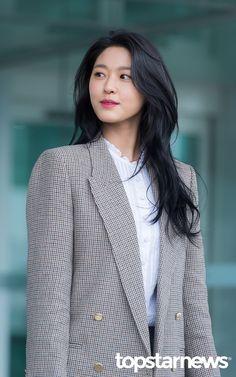 에이오에이(AOA) 설현 / 인천, 정송이 기자 Black Hair Korean, Korean Long Hair, Long Brown Hair, Long Layered Hair, Long Hair Cuts, Chelsea Houska Hair, Hairstyles Haircuts, Funky Hairstyles, Formal Hairstyles
