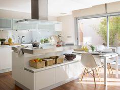 El office perfecto para cada estilo de vida · ElMueble.com · Cocinas y baños (muebles blancos debajo, cristal arriba. Luz y reflejo)