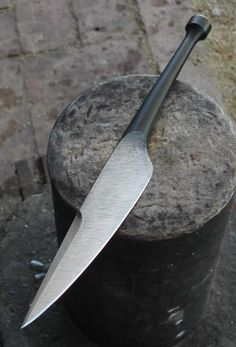 Here's my new shiv, razor sharp, 11 and 1/2 inches overall, forged integral tip to butt from 3/4 inch round 6150...      ... wrapped with woven linen cord, ...