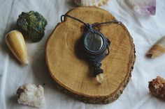 Handmade Micro-macrame necklace with labradorite gemstone and