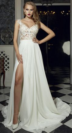 Flowing Tulle & Chiffon V-Neck See-through A-Line Wedding Dresses With Lace Appliques