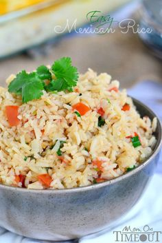 This Easy Mexican Rice is the perfect addition to your favorite Mexican meal! This could become a Weight Watchers Simply Filling Recipe. Mexican Rice Recipes, Mexican Dishes, Vegetarian Recipes, Cooking Recipes, Healthy Recipes, Risotto, Enchiladas, Rice Dishes, Side Dish Recipes