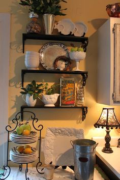 Cute shelves and styling in the kitchen