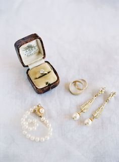 Gold and pearls wedding accessories: www.stylemepretty... Photography: Heather Payne - heatherpaynephoto...