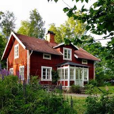 Swedish traditionall countryside house in the summertime Swedish Cottage, Red Cottage, Cute House, My House, Sweden House, Red Houses, Scandinavian Home, My Dream Home, Beautiful Homes