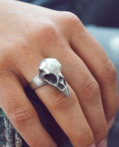 Bird skull ring. I so want this!!1 It goes perfect with my bird skull necklage of wood.