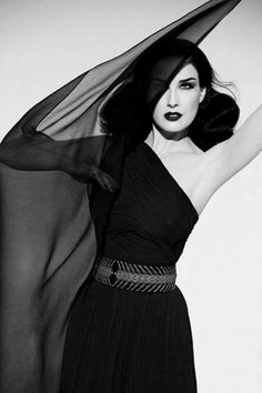 The queen of Burlesque and sensuality, Dita von Teese Dita Von Teese Burlesque, Dita Von Teese Style, Balmain, Nylons, Dita Von Tease, Corset, Pin Up, Fetish Fashion, Old Hollywood Glamour