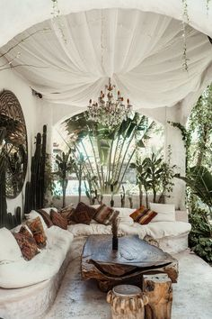 All White, Restaurant, Table Decorations, Furniture, Beautiful, Bedroom Ideas, Home Decor, Decoration Home, Room Decor