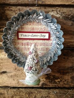 1 (one) vintage style tart pan ornament  PEACE LOVE AND JOY  4 1/2 x 3 1/2  $5.95    Hello Friends and Welcome to Kokomo Lane Primitives~  Ohhhhh dear, I reallllllllly did it this time! Youre going to absolutely L O V E this special line of ornaments Im working on. These are heirloom quality with wonderful details. Lets start with the vintage style tart pan that is lined with a Christmas sheet music score sprinkled in diamond and glamour dust. Some mini silver tinsel, hand made Chri... How To Make Christmas Tree, Mini Christmas Tree, Vintage Christmas, Quilted Christmas Ornaments, Christmas Crafts, Christmas Ideas, Christmas Sheet Music, Tart Pan, Handmade Ornaments
