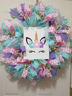 Unicorn wreath! Baby Unicorn, Unicorn Party, Unicorn Birthday, Disney Christmas Decorations, Christmas Themes, Unicorn Baby Shower Decorations, Disney Wreath, Wreath Crafts, Wreath Ideas