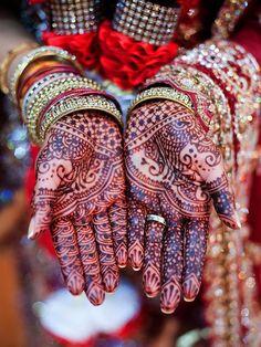 Mehndi pattern by Kenzi via Maharani Weddings