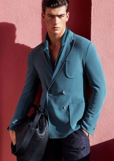 In this day and age, when we talk about fashion trends and upgrading men and women's wardrobes, we think that accessories are much more important than clothes.